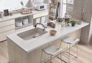 白木目のキッチン