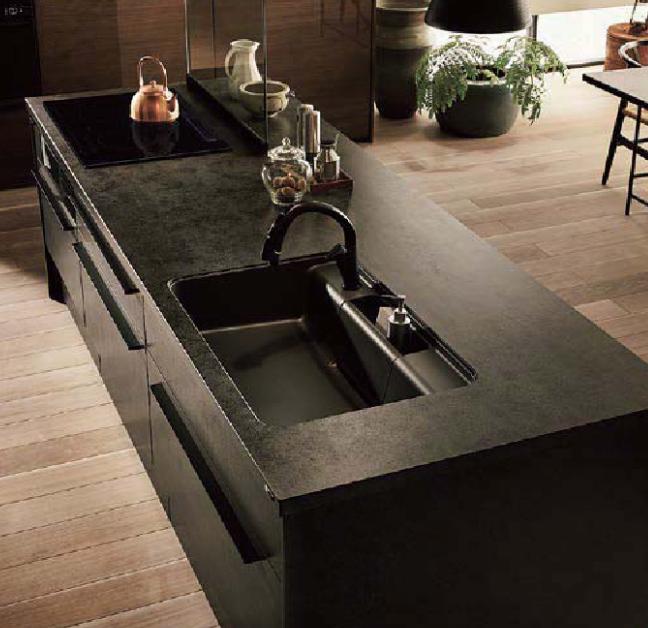 黒色のキッチン